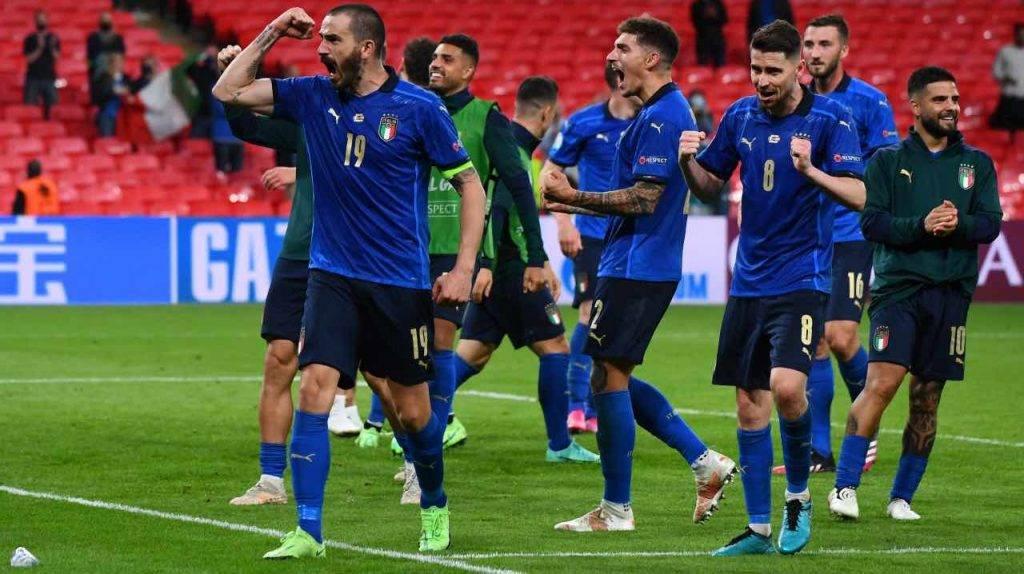 L'Italia festeggia dopo la vittoria contro l'Austria