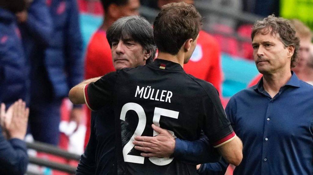 Müller con l'allenatore Löw