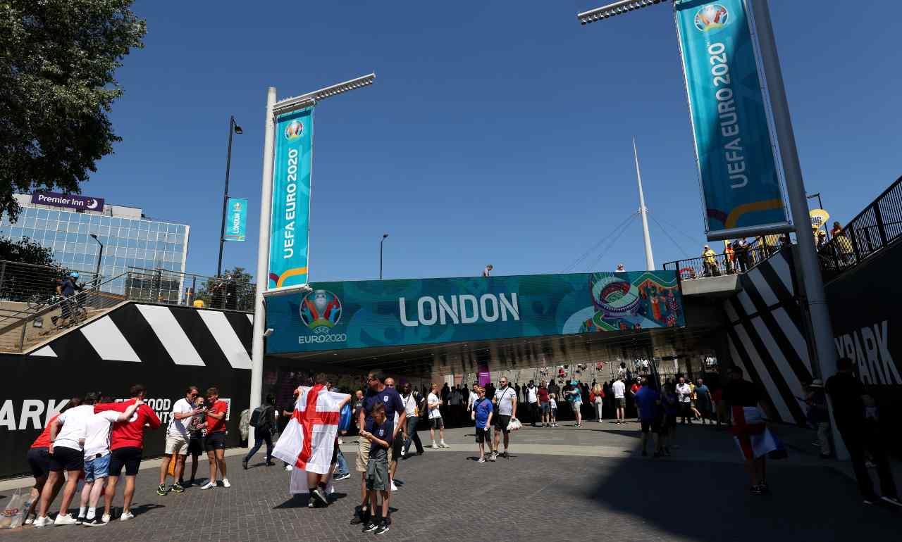 I tifosi dell'Inghilterra arrivano a Wembley