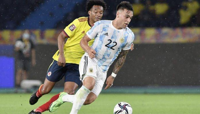 Lautaro Martinez porta palla
