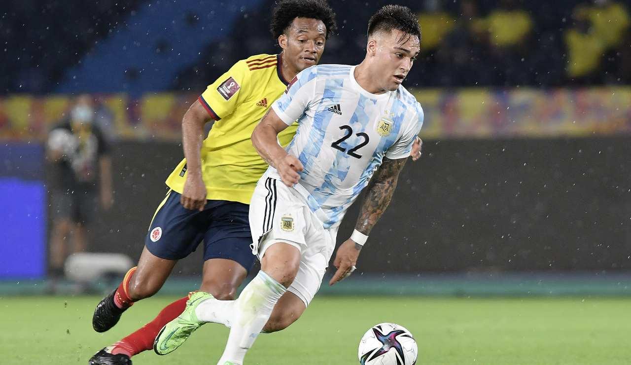 Lautaro Martinez impegnato in nazionale contro la Colombia di Cuadrado