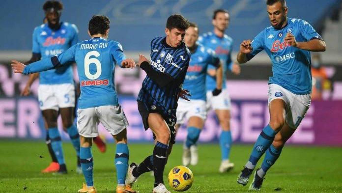Mario Rui prova a contrastare Pessina