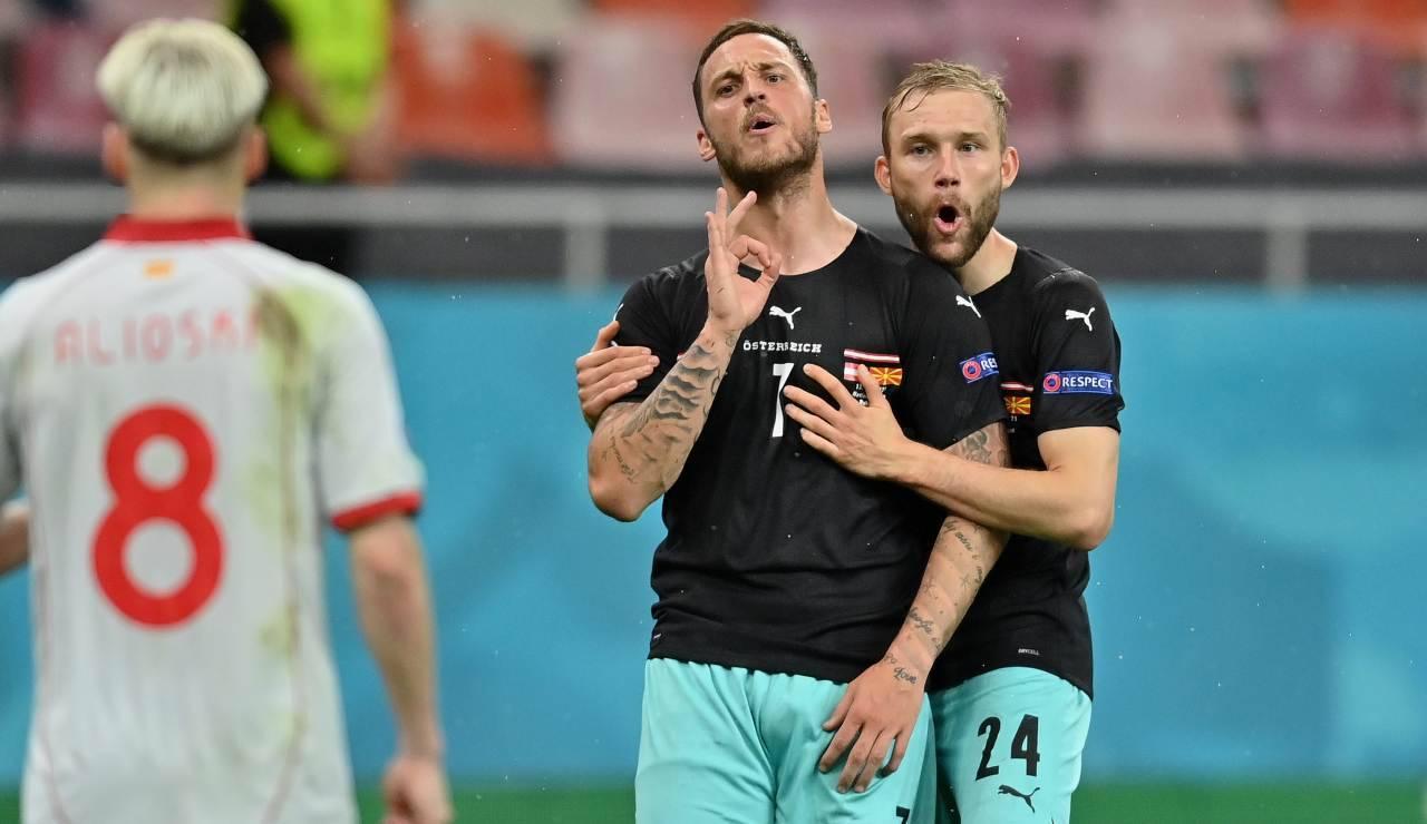 Arnautovic sembra rivolgersi ad Alioski dopo il suo gol
