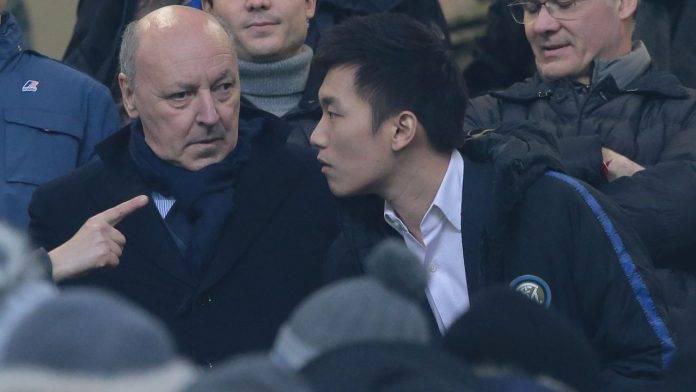 Marotta e Zhang parlano durante una gara dell'Inter
