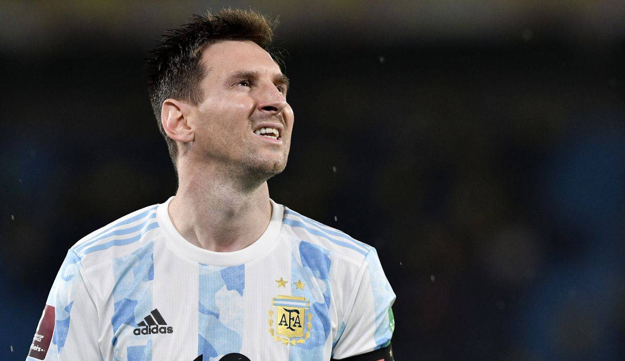 Messi sguardo pensieroso in attesa di conoscere il suo futuro