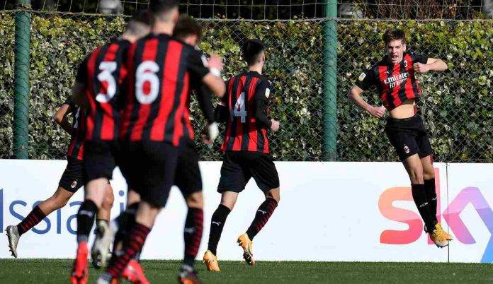La Primavera del Milan festeggia un gol