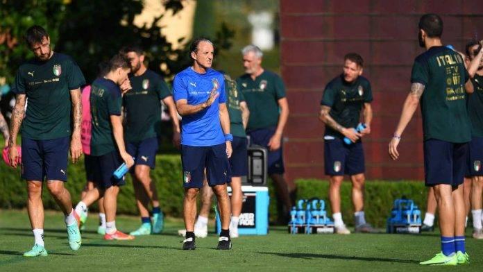 Roberto Mancini durante l'ultimo allenamento