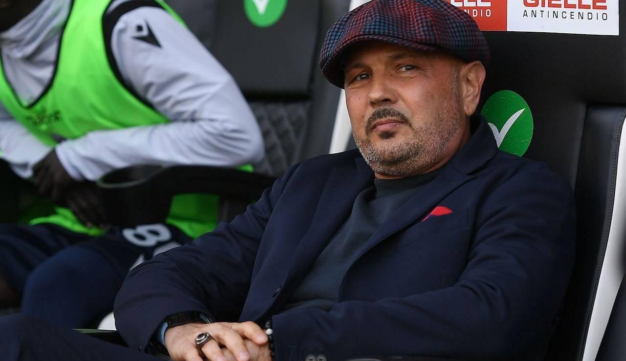 Mihajlovic osserva la partita