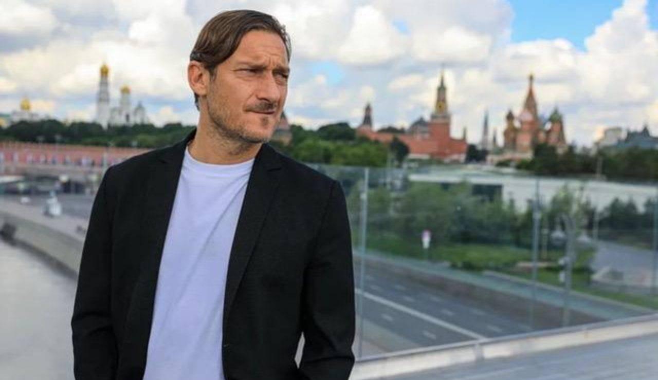 Uno scatto del viaggio di Francesco Totti a Mosca