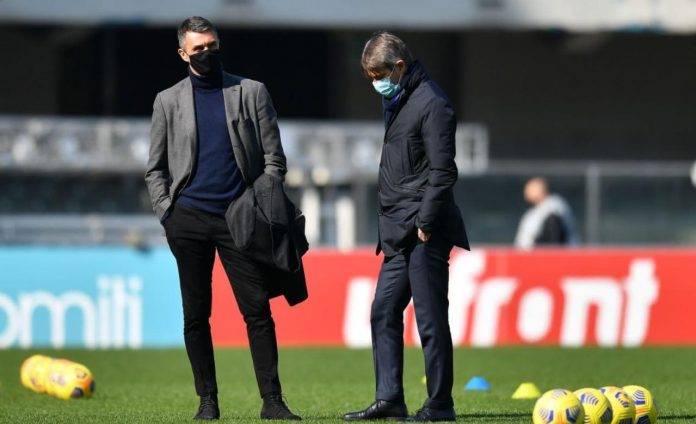 Maldini e Massara durante l'allenamento del Milan