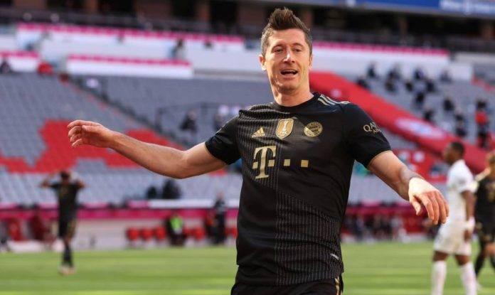 Lewandowski festeggia un gol