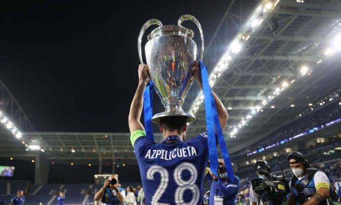 La Champions League sollevata da Azpilicueta