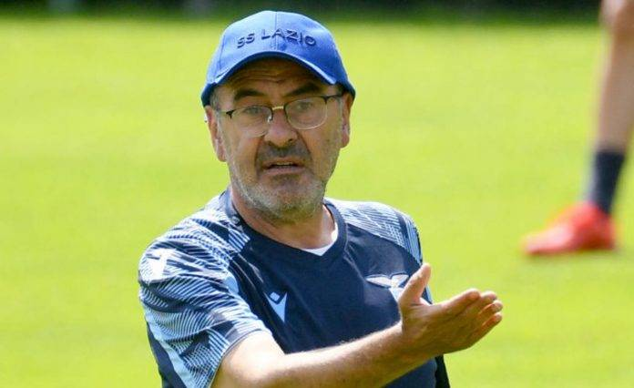 Sarri durante un allenamento della Lazio