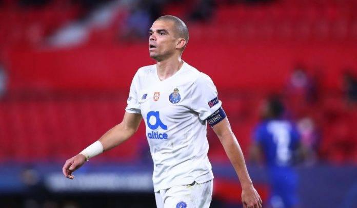 Pepe con la maglia del Porto