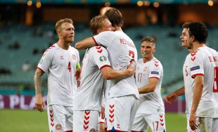 I festeggiamenti danesi dopo il gol di Dolberg
