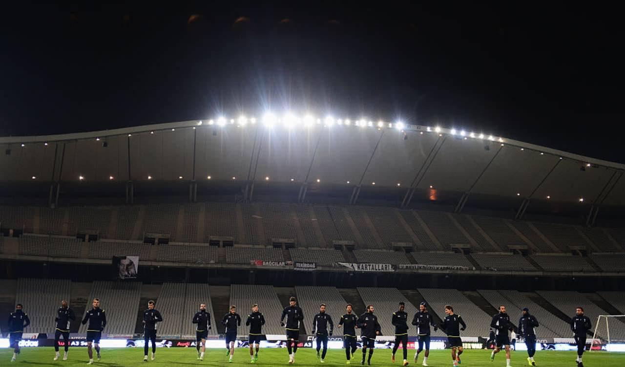 Il Tottenham durante un allenamento allo Stadio Ataturk di Istanbul