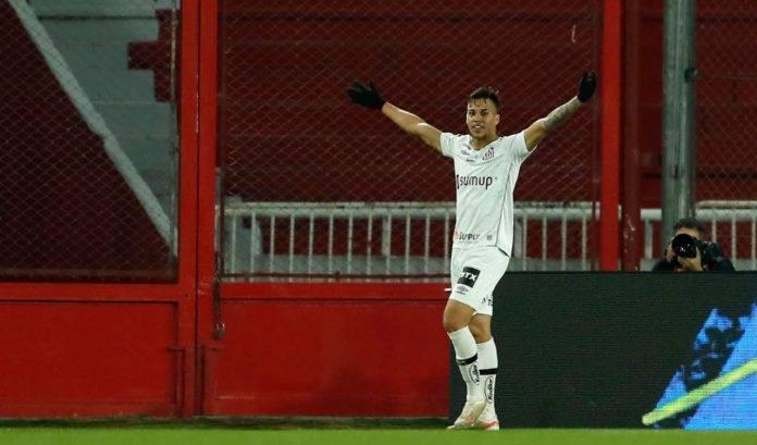 Kaio Jorge esulta dopo un gol
