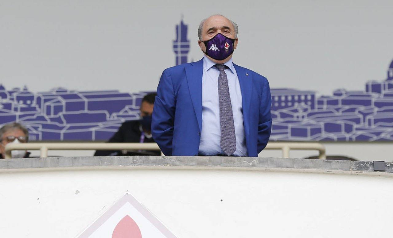 Rocco Commisso con mascherina