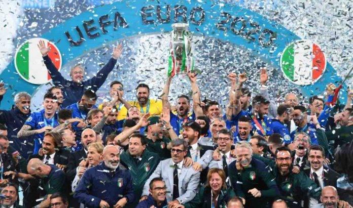 La festa azzurra dopo la vittoria dell'Europeo