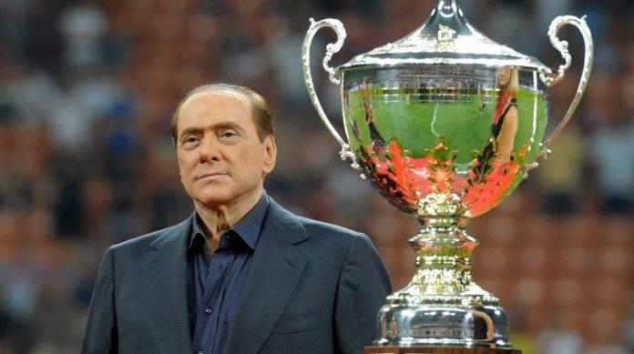 Berlusconi con il Trofeo