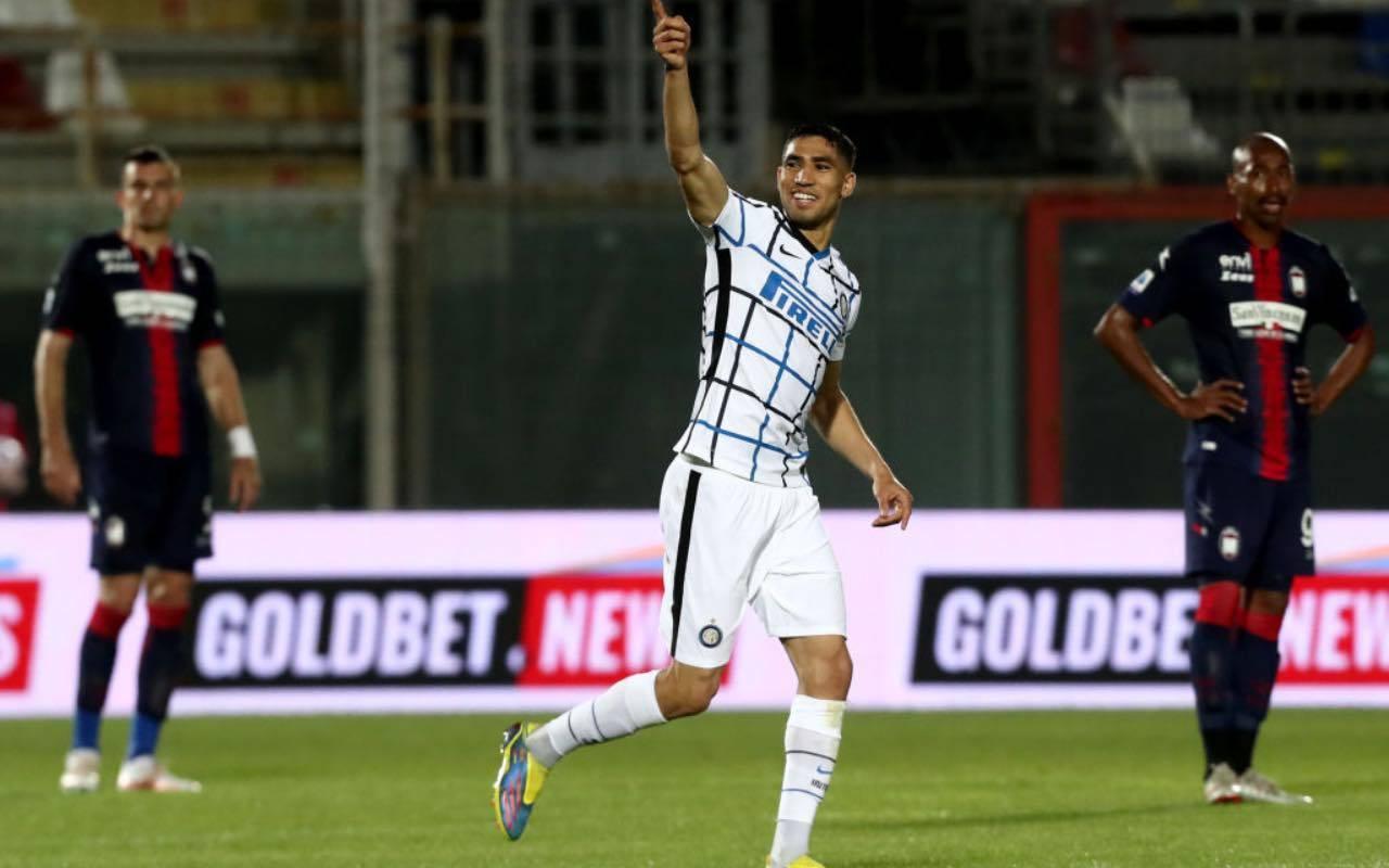 Hakimi in campo con l'Inter