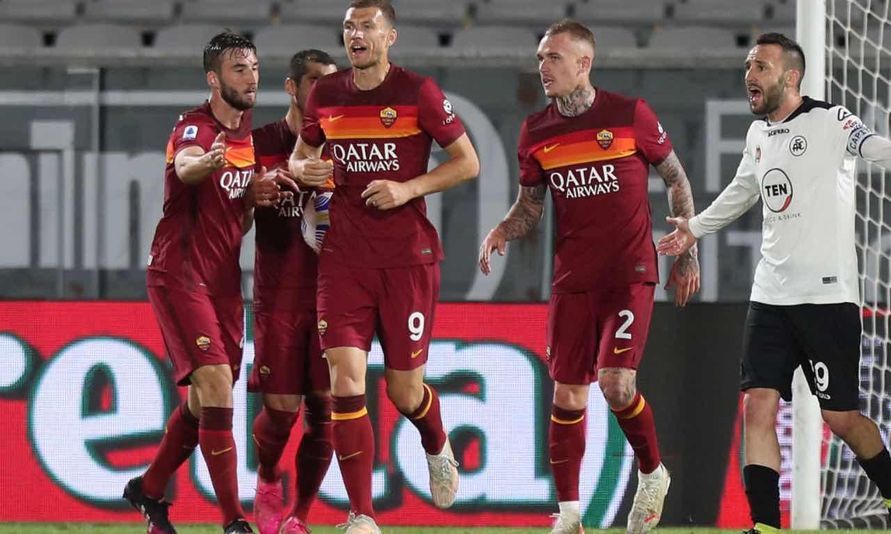 La Roma esulta dopo un gol