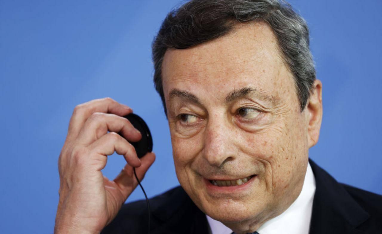 Draghi con auricolare