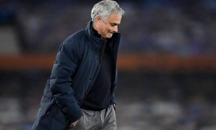 Mourinho esce dal campo