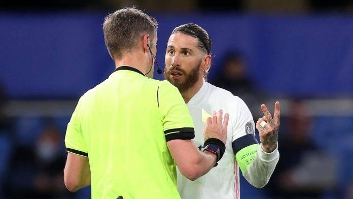 Sergio Ramos discute con Orsato