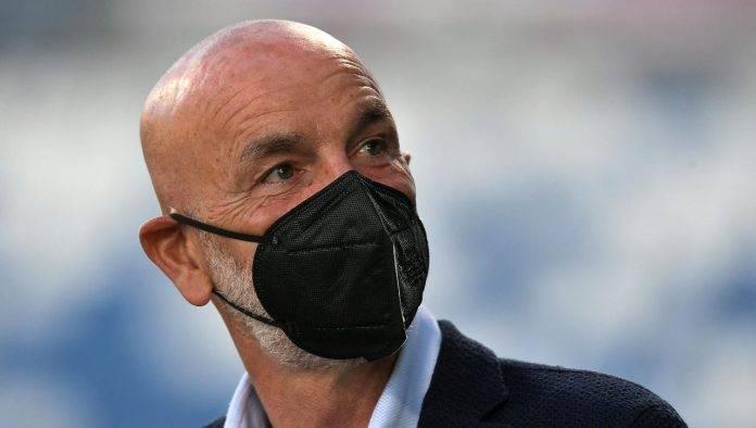 Milan, Stefano Pioli con la mascherina