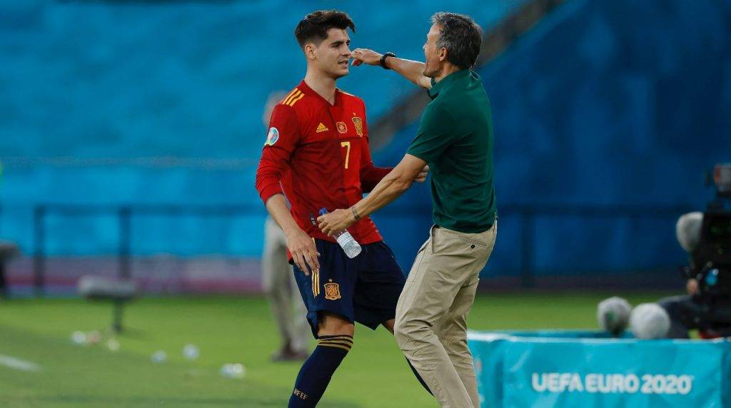 Morata e Luis Enrique si abbracciano