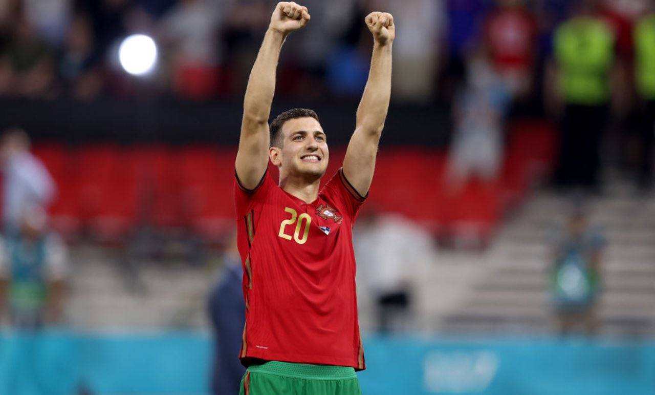 Diogo Dalot esulta col Portogallo, EURO 2020