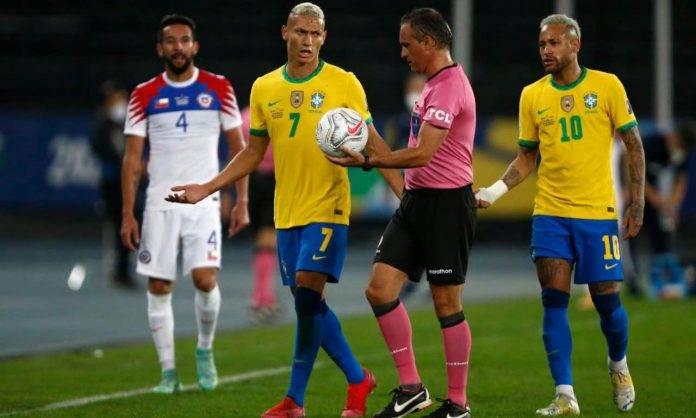 Polemiche arbitrali durante Brasile-Cile