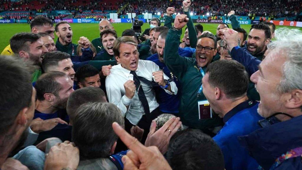 Mancini esulta con l'Italia