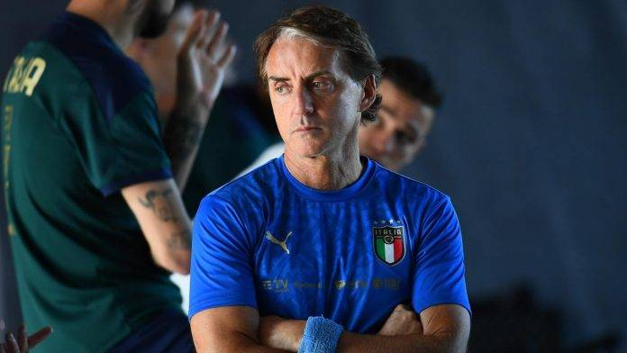 Roberto Mancini pensieroso
