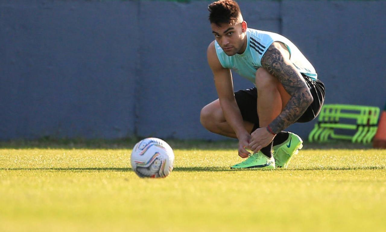 Lautaro Martinez si allena con l'Argentina