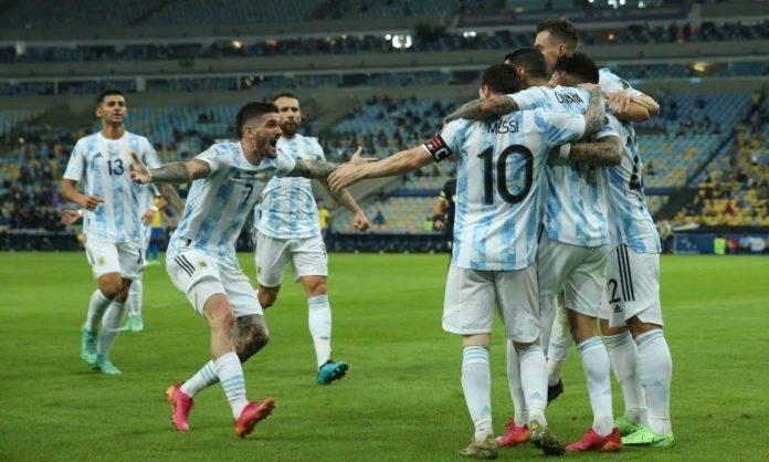 L'Argentina festeggia il gol di Di Maria contro il Brasile