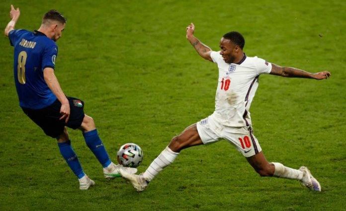 Jorginho e Sterling durante Italia-Inghilterra