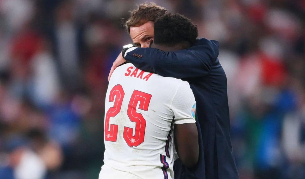 Saka abbracciato da Southgate