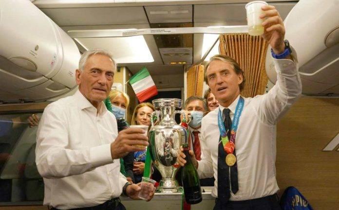 Gravina e Mancini festeggiano l'Europeo