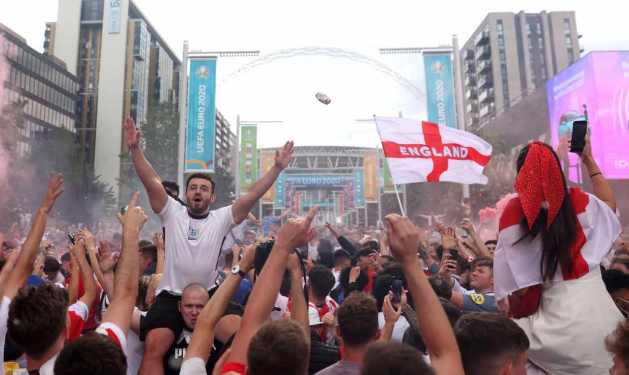 Tifosi inglesi prima della finale di Euro 2020