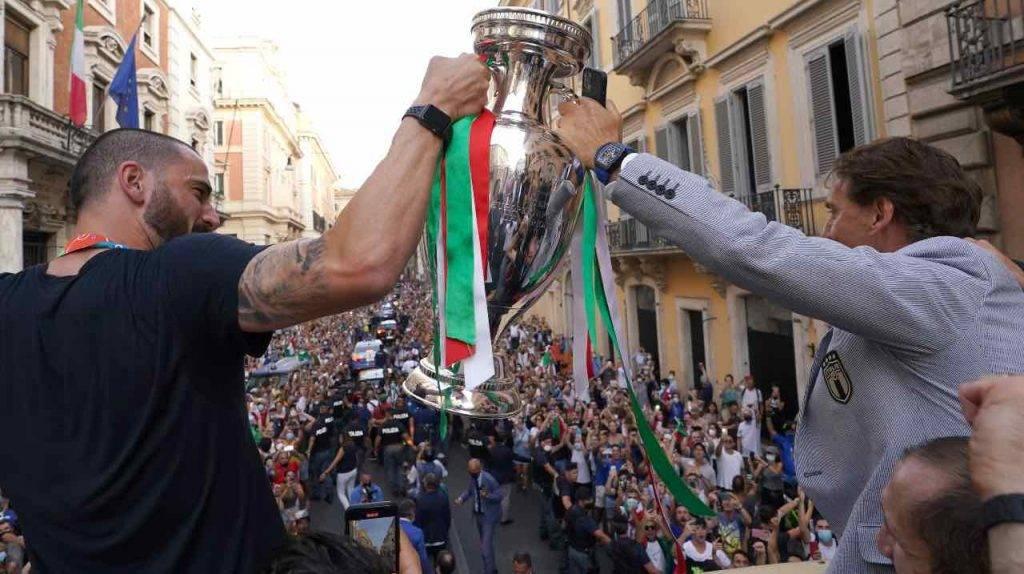 Bonucci e Mancini festeggiano