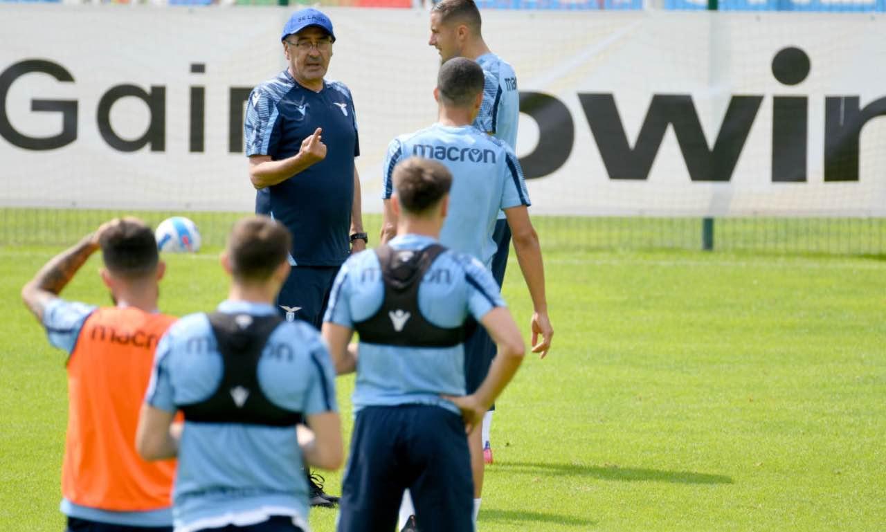 Sarri dirige l'allenamento della Lazio in ritiro