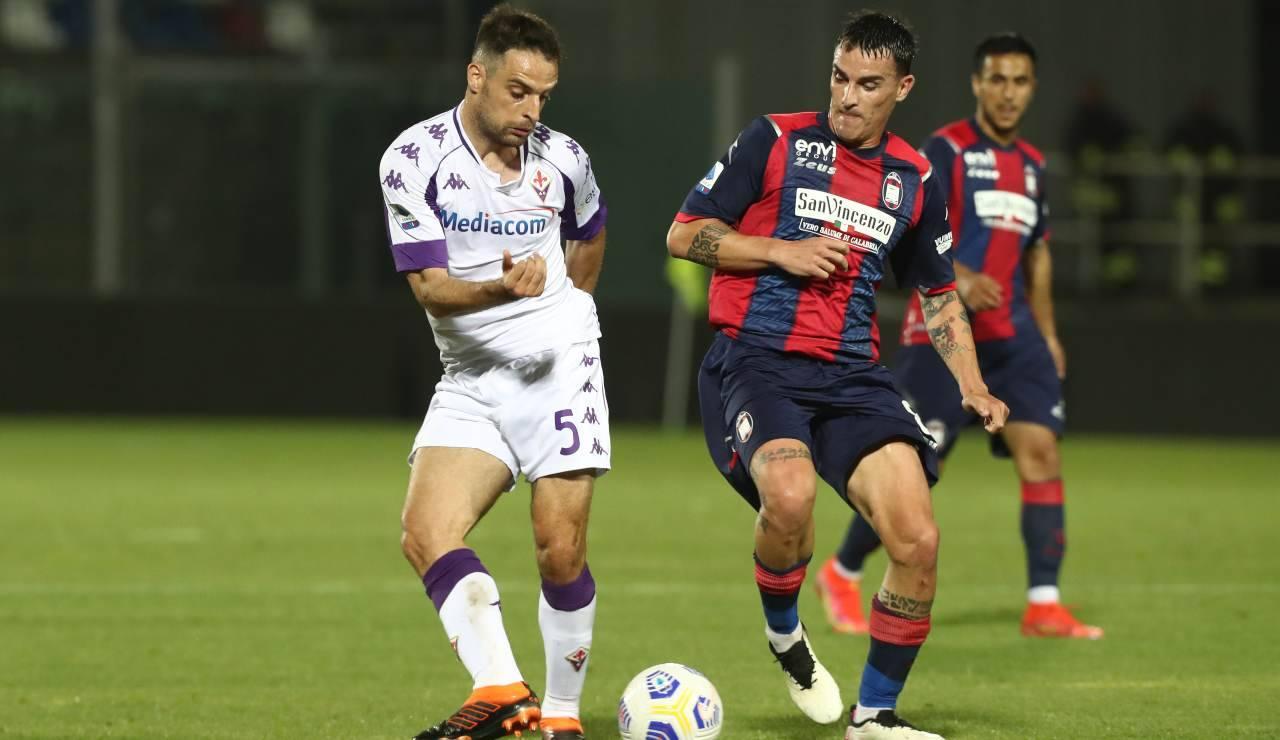 Bonaventura in campo contro il Crotone con la maglia della Fiorentina