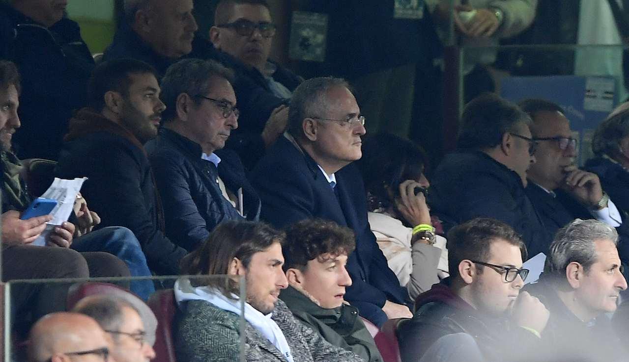 Lotito guarda la partita della Salernitana