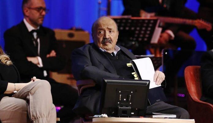 Maurizio Costanzo durante una puntata del suo celebre talk show