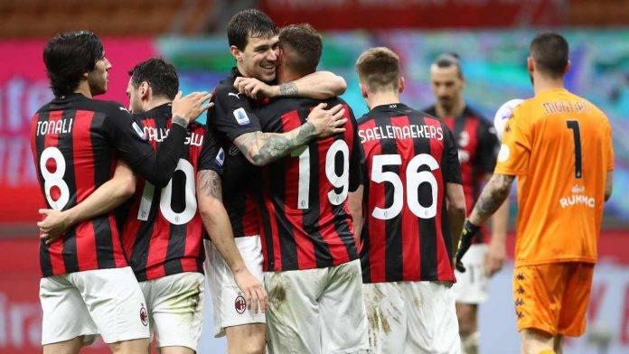 Romagnoli abbraccia Hernandez dopo un gol del Milan