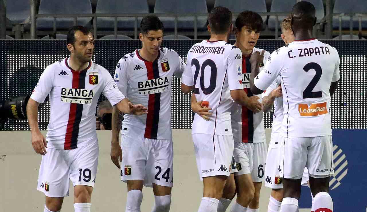 Shomurodov dopo un gol con la maglia del Genoa