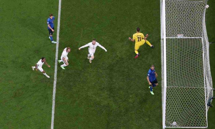 Italia-Inghilterra Shaw esulta