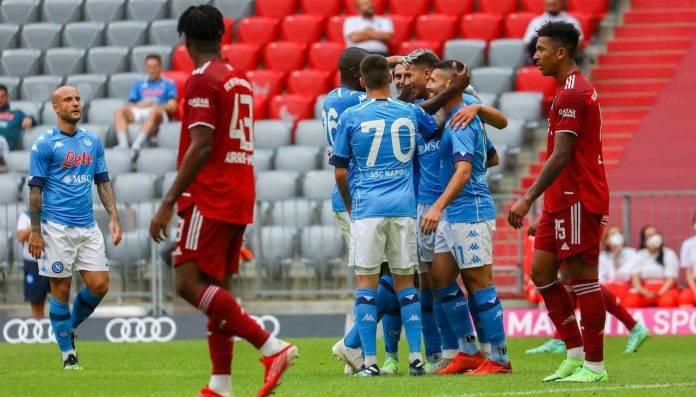Il Napoli esulta dopo il gol al Bayern